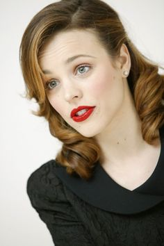 Vintage hairstyles Rachel McAdams has such timeless features! – - All For Simple Hair 1950s Hairstyles For Long Hair, Retro Hairstyles, Popular Hairstyles, Wedding Hairstyles, Long Haircuts, Ian Stuart, 1950s Style, Retro Style, Estilo Lady Like