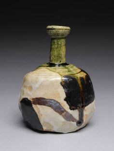 Artist: Suzuki Goro, Title: Sake Bottle, Goribe view 1 - click on image to enlarge
