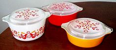 love the pattered lids. Pyrex Friendship