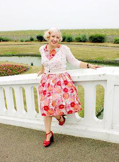 f7f8f4f37e 50s style floral dress and platform sandals Vintage 1950s Dresses