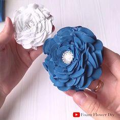 Headband Flowers, Diy Lace Ribbon Flowers, Fabric Flower Headbands, Glitter Flowers, Paper Flowers Craft, Diy Headband, Flower Crafts, Fabric Flowers, Foam Sheet Crafts
