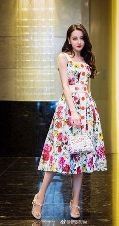 Dilraba Dilmurat /迪麗熱巴 Asian Cute, Beautiful Asian Girls, Cocktail Outfit, Asian Woman, Beauty Women, Asian Beauty, Stylish Outfits, Korean Fashion, Dress Skirt