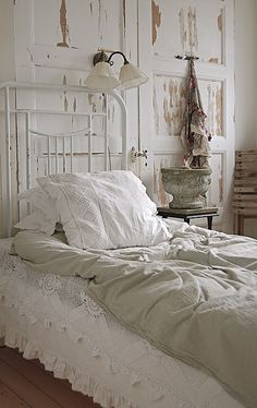 I love shabby chic and would love to have a white bedroom but with 4 dawgs.. & 3 katz not going to happen..
