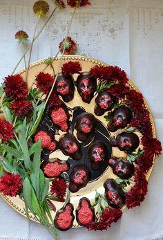 Homemade Chocolate Peanut Butter Skulls Recipe | ¡HOLA! JALAPEÑO