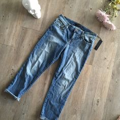 NWT Joe's Jeans Never worn, NWT, great condition. Boyfriend style fit! ❤️ Joe's Jeans Jeans Boyfriend