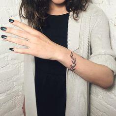 "9,262 Likes, 40 Comments - Catherine (@catherine_harmony) on Instagram: ""Flowers for Alena #tattooed #tattoo #tattooart #tattooedgirls #tattooed #nature #delicate #simple…"""