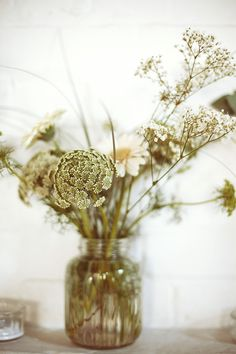 simple wedding flowers for the table