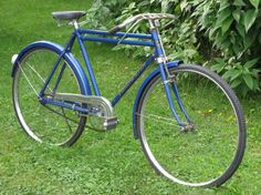 Windsor/Eastman (I've seen a similar one but black in color, with double top tubes, in Greece, back in the 80s)