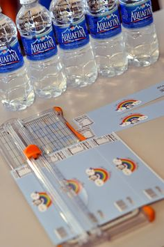 Customized water bottle label tutorial - Use clear packing tape to waterproof them! Great for parties or fundraisers :) Tumblers, How To Make Water, How To Make Labels, Baby Shower, Bridal Shower, 1, Diy Projects, Diy Crafts, Crafty