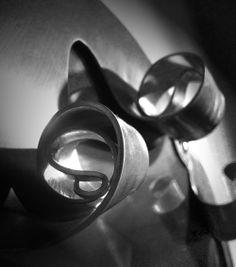 SUN MIRROR Cornice in acciaio inox satinato a mano. Spessore 2 mm.