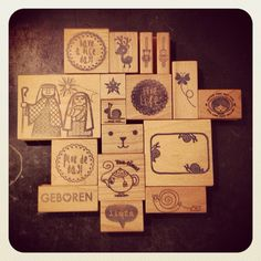 Things to burn in wood. Inspiration Boards, Pyrography, Wooden Toys, Holiday Cards, Illustrator, Vintage World Maps, Illustration Art, Woodburning, Texture