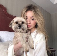 one woman show plus dog The post Sabrina Carpenter: one woman show plus dog& appeared first on INBELLA. Sabrina Carpenter Style, Tall Girl Problems, Blonde Hair Looks, Hollywood Celebrities, Famous Women, These Girls, American Singers, Woman Crush, Role Models