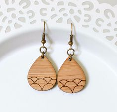 Puces d'oreilles, Boucle d'oreille - bois - vague est une création orginale de craftingkaschemme sur DaWanda
