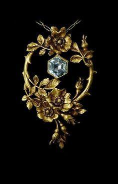 Art Nouveau gold and aquamarine pendant c. 1900. #GoldJewelleryArtNouveau #GoldJewelleryRoyal