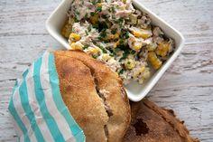 Nem, hurtig og lækker tunsalat opskrift som gør sig godt i madpakken og er god i pitabrød og på salat - få opskriften her