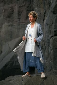 Spring-summer season Blue linen  coat 2 layers woven together oatmeal and blue