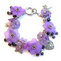 All about Bracelets Rose Jewelry, Beaded Jewelry, Jewelery, Jewelry Bracelets, Handmade Jewelry, Lucite Flower Earrings, Flower Bracelet, Jewelry Crafts, Creations