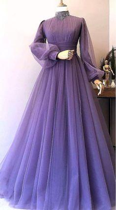 Stylish Dresses For Girls, Stylish Dress Designs, Designs For Dresses, Indian Fashion Dresses, Pakistani Dresses, Fashion Outfits, Hijab Evening Dress, Evening Dresses, Net Gowns