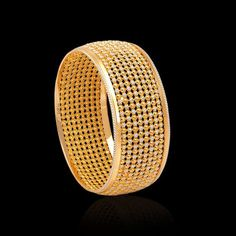 The handmade gold bangles are our prized possession. Acquire these antique gold kundan bangles from Zar Jewels & bring out the charm in every women. Gold Chain Design, Gold Ring Designs, Gold Bangles Design, Gold Jewellery Design, Designer Bangles, Jewelry Design Earrings, Gold Earrings Designs, Jewlery, 24k Gold Jewelry