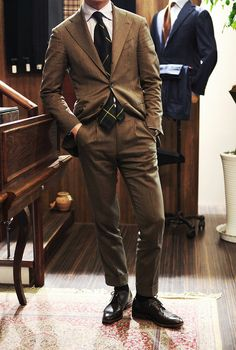 yourstyle-men: bntailor: Herringbone Suit Zonkey Boot at BTailorshop Style For Menwww. Mens Fashion Blog, Fashion Blogger Style, Look Fashion, Men's Fashion, Style Blog, Men's Style, Fasion, Sharp Dressed Man, Well Dressed Men
