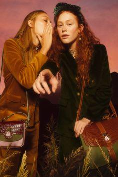 Las mujeres de Valentina Karnoubi desfilan en Bafweek / Blocdemoda.com   Cultura Moda Santiago Artemis, Women Wear, Suits, Couple Photos, Couples, How To Wear, Culture, Over Knee Socks, Women