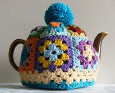 Tea Cosy, Granny Square with Pom Pom, 2 - 4 cup tea pot cover, crochet granny squares Manta Crochet, Crochet Granny, Knit Crochet, Tea Cozy Crochet, Knit Cowl, Crochet Kitchen, Crochet Home, Tea Cosy Pattern, Knitting Patterns