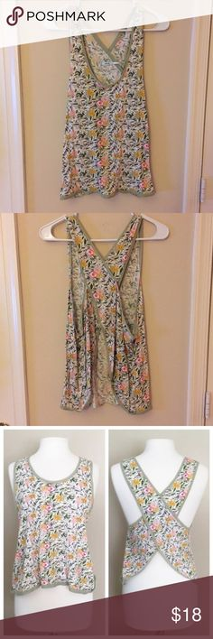 Kimchi Blue Floral Slit-Back Tank UO criss-cross back Floral tank. Never worn and in excellent condition. Looks great with jeans and shorts in the summer 😊🌞 Urban Outfitters Tops Tank Tops
