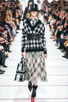 Коллекция Christian Dior осень-зима 2019-2020 фото №26 Copenhagen Fashion Week, I Love Fashion, Christian Dior, Runway Fashion, Fashion Outfits, Paris Fashion, Autumn Fashion, Knitwear Fashion, Dress Suits