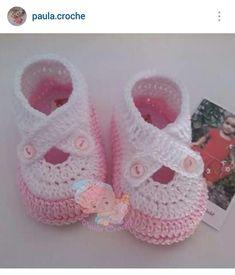 Instagram @paula.croche - crochet baby girl's shoes