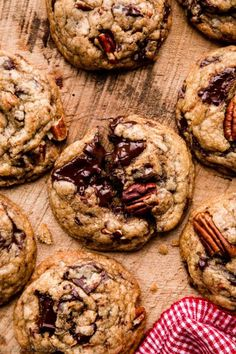 Learn how to make tasty dark chocolate pecan cookies flavored with real baking chocolate, brown butter, lots of pecans, and a hint of cinnamon. Cookies have soft-baked centers with buttery crisp edges! Cookie Flavors, Cookie Desserts, Cookie Recipes, Baking Recipes, Dessert Recipes, Brownie Recipes, Pecan Cookies, Cinnamon Cookies, Sugar Cookies