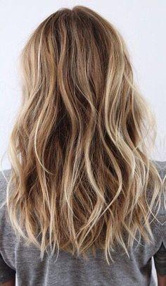New Hair Color Blonde Balayage Summer Beach Waves Ideas Beach Hair Color, Beach Waves Long Hair, Natural Beach Waves, Easy Beach Waves, Loose Waves Hair, Beachy Waves, Blonde Hair With Highlights, Brown Blonde Hair, Beach Blonde Hair