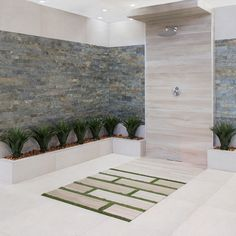 Combine warm wood-look tiles with rustic stone-look cladding for a stunning outdoor shower. Bathroom Trends, Bathroom Ideas, Rustic Stone, Wood Look Tile, Cladding, Design Trends, Africa, Patio, Shower Tiles