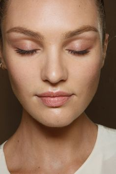 perfect bare face makeup with highlighted Cupid's bow (the part just above the lips, under the nose)