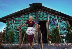 À 78 ans, elle construit sa « maisonnette enchantée » en bouteilles plastiques | Mr Mondialisation | Infos, débats et alternatives