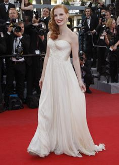 22/5/12  #JessicaChastain rocks the #Cannes red carpet looking like a 50's pin-up with her hair curled to one side and a slick of red lipstick.