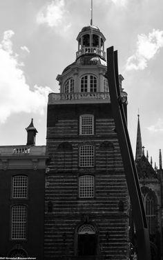 Het Stadhuis in Goes is een groot complex dat in verschillende fasen tot stand kwam. Het oudste gedeelte is de vleeshal, uit 1410. Er volgde een uitbreiding tussen 1550 en 1554. Tussen 1775 en 1779 werden de raadzaal en de trouwzaal vernieuwd, waarbij het zijn huidige gedaante kreeg. Nu (2007) is er in de vleeshal een restaurant gevestigd. Het gebouw bezit de status rijksmonument.