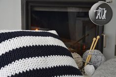 Handmade knitted pillow white and navy blue by HolaHandmade