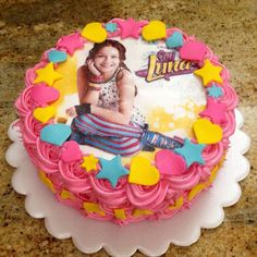 Torta decorada con merengue de soy luna #fototortasoyluna #cakesoyluna #tortasoyluna instagrancake #repostería #CiudadOjeda #Venezuela #pastelsoyluna
