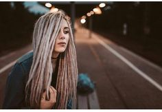 Easy Messy Hairstyles, Virtual Hairstyles, Dreadlock Hairstyles, Cool Hairstyles, White Girl Dreads, Dreads Girl, Blonde Dreads, Rasta Girl, Medium Hair Styles For Women