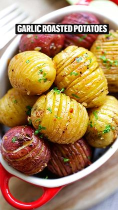 Vegetable Side Dishes, Vegetable Recipes, Vegetarian Recipes, Cooking Recipes, Healthy Recipes, Easy Roasted Potatoes, Roasted Potato Recipes, Roasted Garlic, Hasselback Potatoes