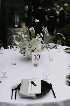 A chic + minimal wedding chock full of inspiration from Seattle Wedding Florist Botanique, featuring delicate all-white floral design and modern black and white details! Black Centerpieces, Modern Wedding Centerpieces, Wedding Table Centres, White Centerpiece, Wedding Table Settings, Elegant Modern Wedding, Minimal Wedding, Modern Wedding Inspiration, Wedding Ideas