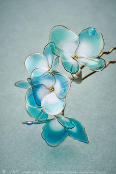 : 榮 - kanzashi sakae - 簪作家 Wire Crafts, Resin Crafts, Resin Art, Nail Polish Flowers, Nail Polish Crafts, Wire Flowers, Plastic Flowers, Resin Jewelry, Hair Jewelry