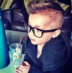 g0tta get my minions sum..Cool kid geek glasses
