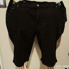 DG2 black denim walking shorts Ramie cotton polyester spandex blend 5 pocket denim shorts. Rivet accents on the front pockets and lightweight. Brand new with tags and never worn. Diane Gilman Shorts Bermudas
