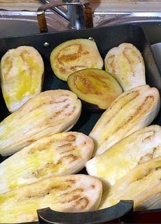 Μελιτζάνες παπουτσάκια !!!! ~ ΜΑΓΕΙΡΙΚΗ ΚΑΙ ΣΥΝΤΑΓΕΣ 2 Eggplant, Vegetables, Food, Essen, Eggplants, Vegetable Recipes, Meals, Yemek, Veggies