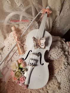 Shabby Chic--I'm watching for a violin so I can replicate this!