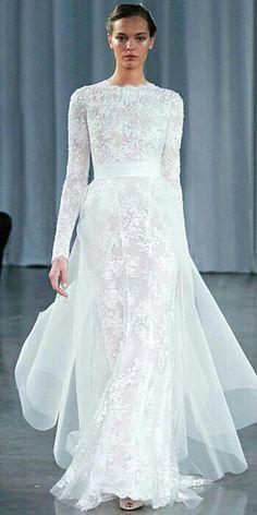 Monique Lhuillier, Long Sleeve Lace Gown With Tulle Train l Simply beautiful..I Vestido de novia de Monique Lhuillier de manga larga