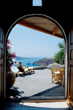 Арка, дверь,  море, лежак, пляж
