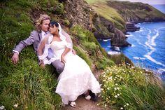 Trash the dress Daiene & Roy- Cork Olá, noivinha!Hoje teremos o ensaio de casamento campo da Daiene &Roy, em Cork na Irlanda. Um Trash the dress colorido e romântico!  Est...