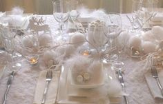 Picture Of Beautiful Christmas Wedding Table Setting Ideas Christmas Table Centerpieces, Christmas Table Settings, Christmas Tablescapes, Wedding Table Settings, Christmas Decorations, Christmas Tea, Christmas Wedding, White Christmas, Deco Table Noel